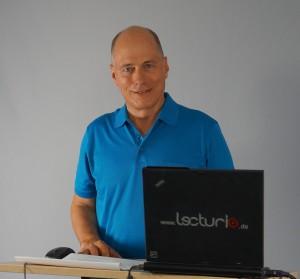 Robert Kuehl bei den Dreharbeiten zum TOEFL-Vorbereitungskurs.