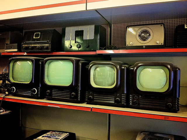 """Bild: """"Bush TVs?"""" von  John Thornton / foistclub. Lizenz: CC BY 2.0"""