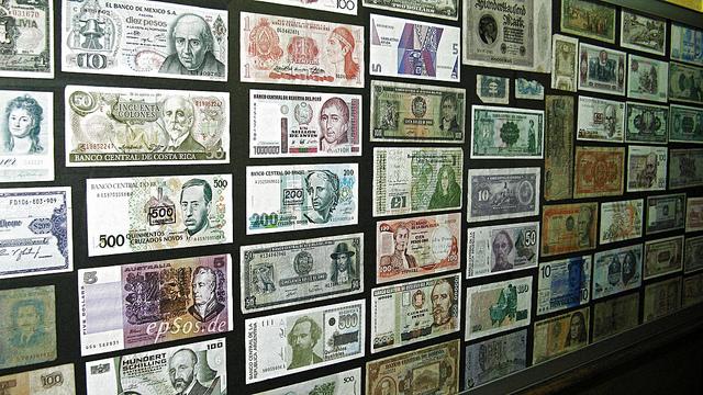 """Bild: """" Free Money Collection in Cash"""" von  epSos .de. Lizenz: CC BY 2.0"""