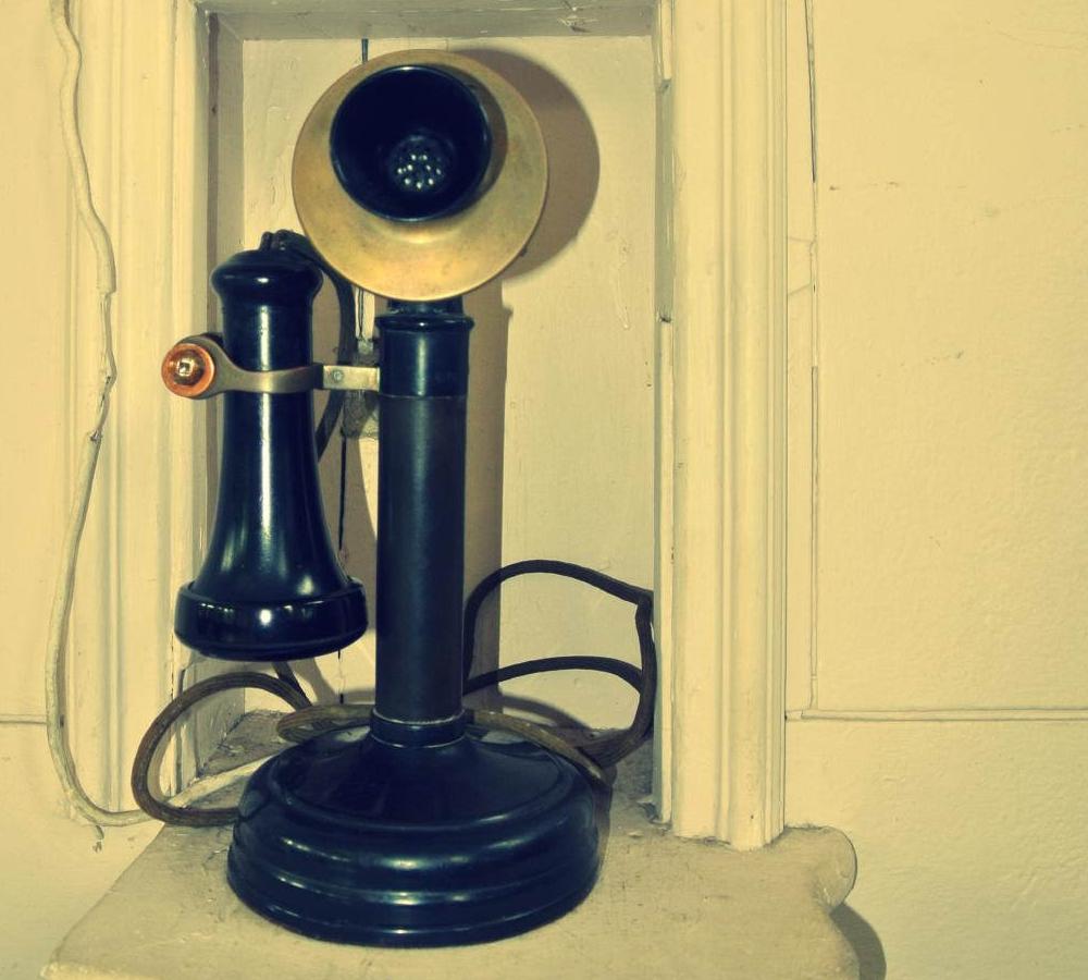 """Bild: """" Old School Phone"""" von  Kurtis Garbutt. Lizenz: CC BY 2.0"""