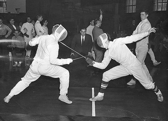 Bild: Fencing duel von  uwdigitalcollections . Lizenz: CC BY 2.0