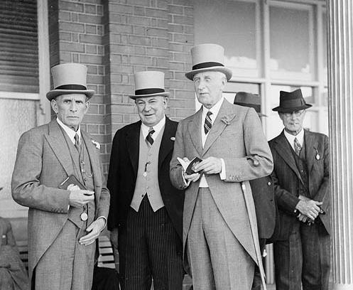 Men's_and_women's_fashion,_Sydney_Cup,_Randwick,_1937,_March_1937_Sam_Hood_vorschau