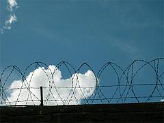 """Bild: """"Cell - exhibition opening 14 Feb 2009"""" von FiDalwood. Lizenz: CC BY 2.0"""