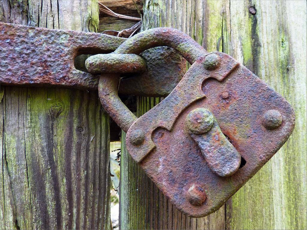 """Bild: """"Rusty padlock"""" von Oxfordian. Lizenz: CC BY-ND 2.0"""