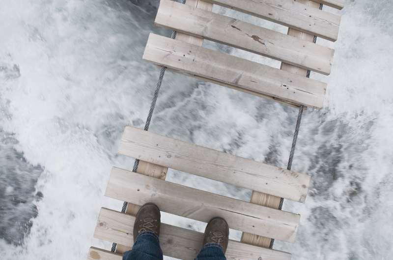 Lücke in der Brücke