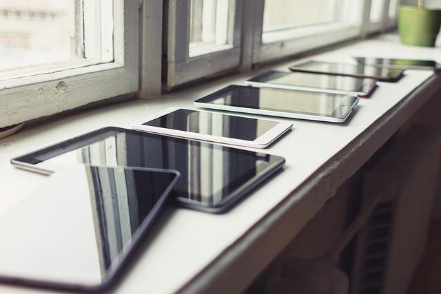 """Bild: """"Tablets"""" von Martin Voltri. Lizenz: CC BY 2.0"""