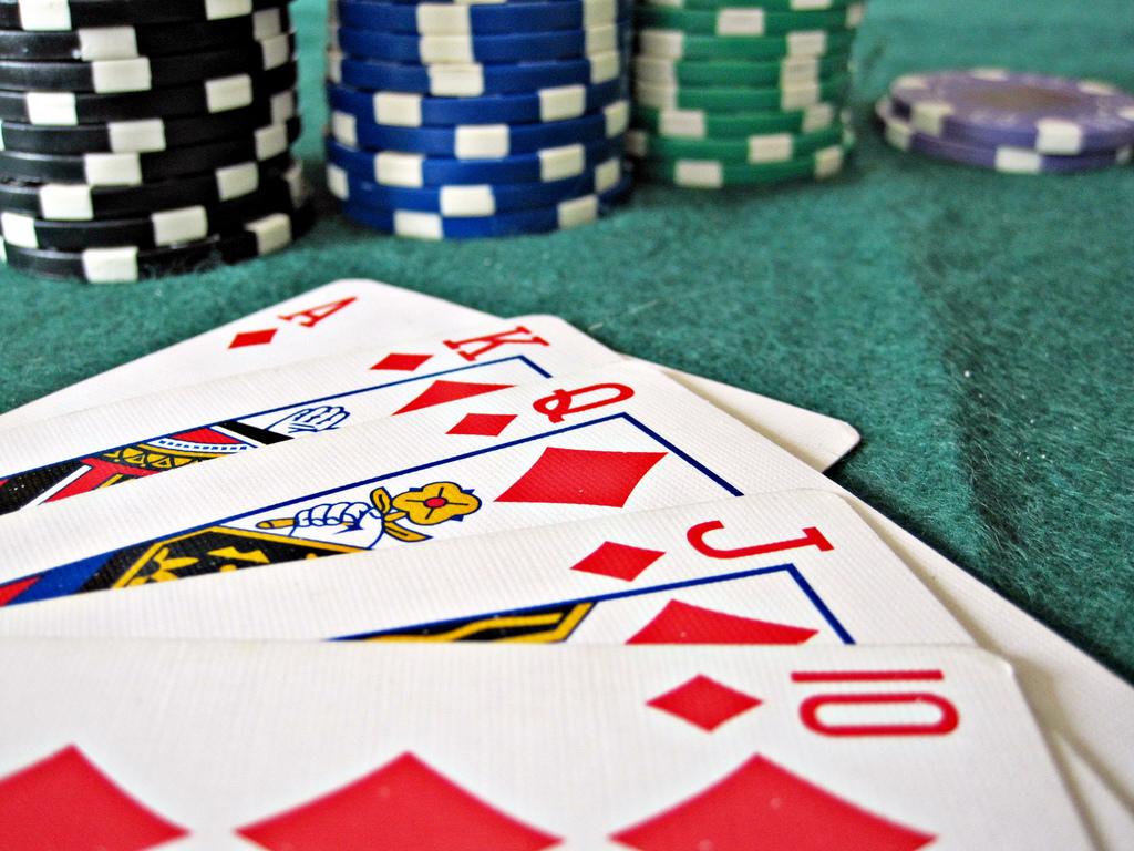 """Bild: """"Poker"""" von Images Money. Lizenz: CC BY 2.0"""
