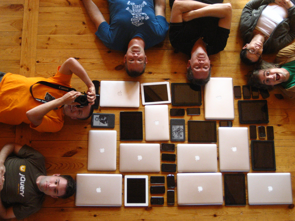 "Bild: ""Mobilewood devices"" von Jeremy Keith. Lizenz: CC BY 2.0"