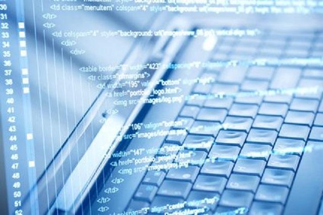 Programcode-and-computer-keyboard
