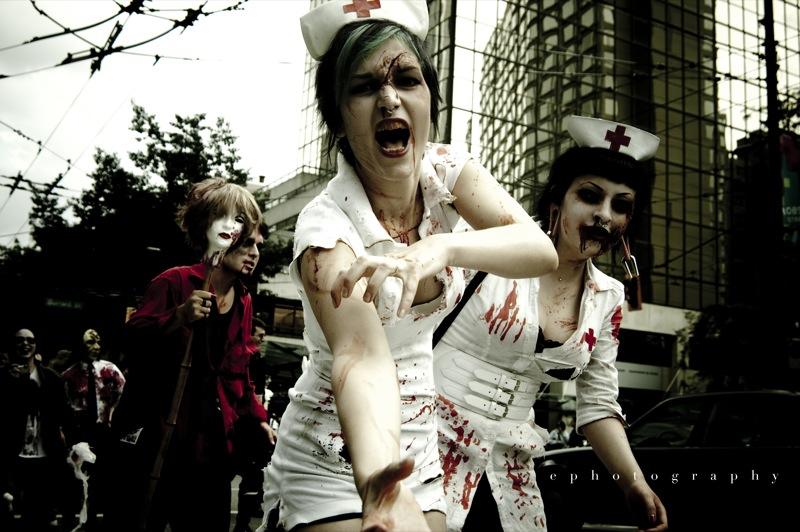 """Bild: """"Vancouver Zombie Walk 2009"""" von Erin. Lizenz: CC BY-ND 2.0"""
