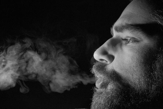 auf-diesem-bild-ist-ein-raucher.png