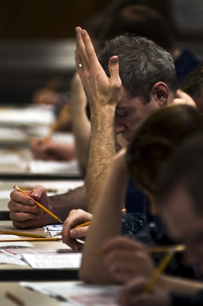 "Bild: ""Sailors take their advancement exams."" von Official U.S. Navy Page. Lizenz: CC BY 2.0"