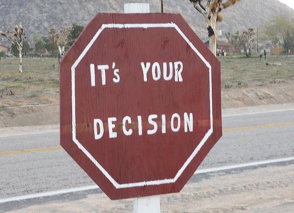 """Bild: """"It's your decision"""" von ljphillips34. Lizenz: CC BY-SA 2.0"""