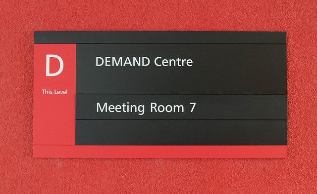 das-ist-ein-schild-für-ein-demand-centre