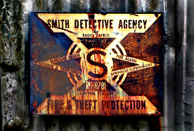 "Bild: ""Smith Detective Agency Dallas, Texas"" von Terry Shuck. Lizenz: CC BY 2.0"