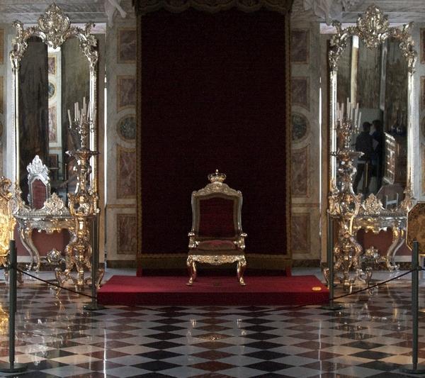 """Bild: """"Throne"""" von Chris Brown. Lizenz: CC BY 2.0"""