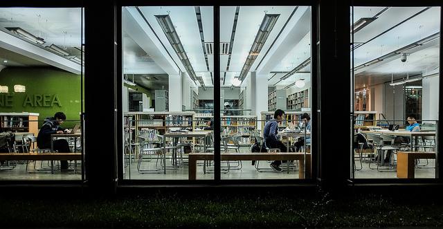 """Bild: """"Tongji University Library"""" von Matthias Ripp. Lizenz: CC BY 2.0"""