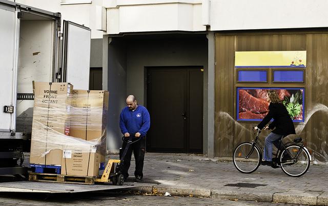 """Bild: """"Supplier at Work"""" von Sascha Kohlmann. Lizenz: CC BY 2.0"""