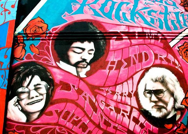 auf-diesem-bild-ist-ein-graffiti-von musikern.png