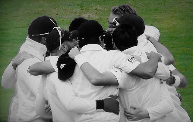 auf-diesem-bild-sieht-man-die-englische-cricket-mannschaft.png
