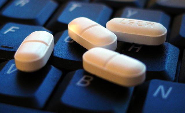"""Bild: """"Pills"""" von mattza. Lizenz: CC BY-SA 2.0"""
