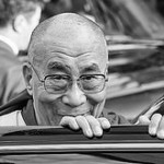 "Bild: ""Tenzin Gyatso - 14th Dalai Lama"" von Christopher Michel. Lizenz: CC BY 2.0"