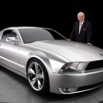 "Bild: ""Ford Mustang Iacocca 05"" von The World of the Ford Mustang. Lizenz: CC BY 2.0"