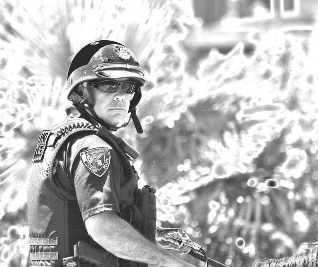 "Bild: ""Mounted Police Officer"" von swong95765. Lizenz: CC BY 2.0"