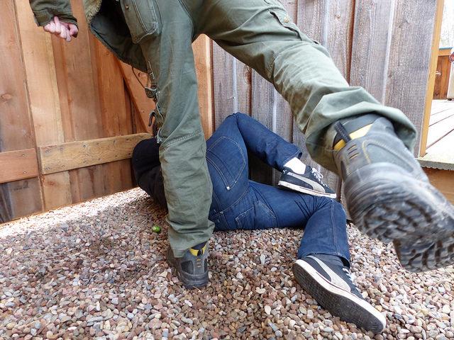 """Bild: """"Gewalt Messer Bedrohung"""" von blu-news.org. Lizenz: CC BY 2.0"""