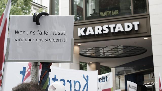 """Bild: """"Karstadt kämpft"""" von Madebyr.de. Lizenz: CC BY 2.0"""