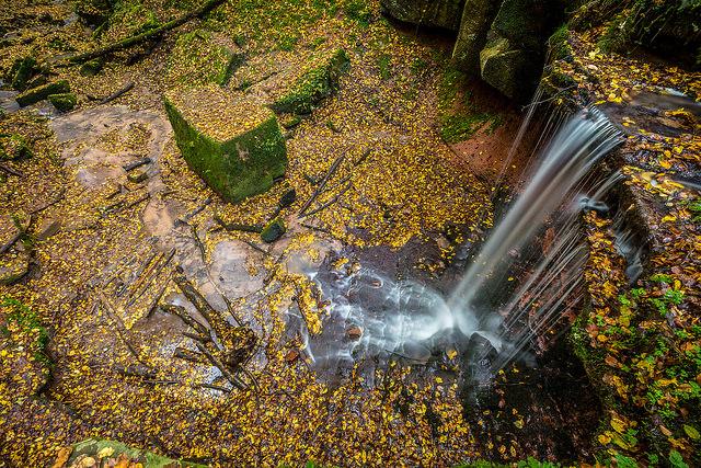 """Bild: """"Tretstein-Wasserfall"""" von Carsten Frenzl. Lizenz: CC BY 2.0"""