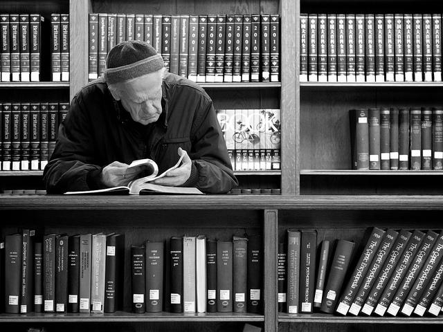 "Bild: ""reading"" von Magdalena Roeseler. Lizenz: CC BY 2.0"