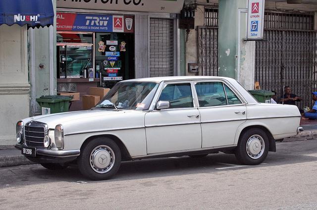 """Bild: """"Mercedes strichacht"""" von Vetatur Fumare. Lizenz: CC BY-SA 2.0"""