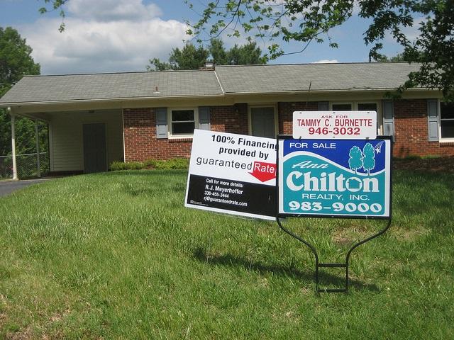"""Bild: """"property for sale"""" von Images Money. Lizenz: CC BY 2.0"""