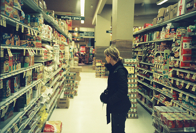 Bild: Midnight in a supermarket von Cyril Caton. Lizenz: CC BY-SA 3.0