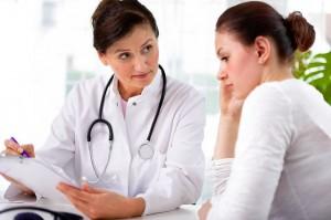 Arzt mit Patient im Gespräch