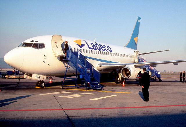 Bild: 108ae - Ladeco Boeing 737-2T5; CC-CJW@SCL;03.09.2000 von Aero Icarus. Lizenz: CC BY 2.0