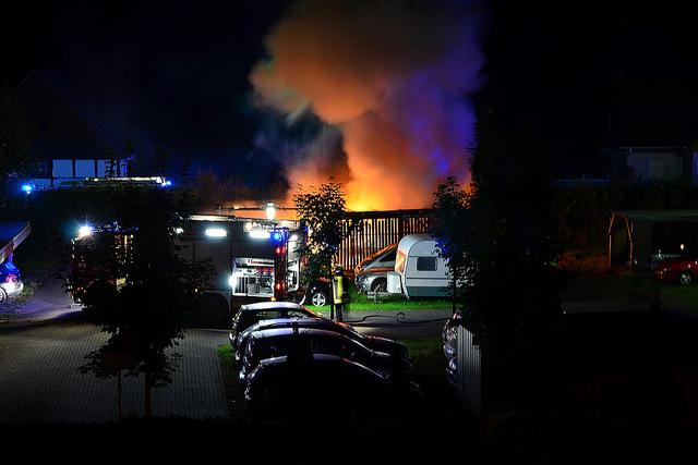 """Bild: """"Brand / Feuerteufel in Hamm-Heessen, Hoher Weg"""" von Dirk Vorderstraße. Lizenz: CC BY 2.0"""