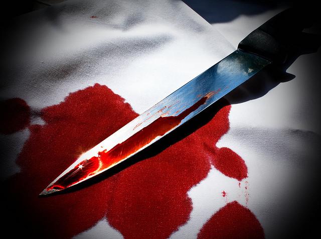 """Bild: """"Murder's weapon on the table"""" von  Maarten Van Damme. Lizenz: CC BY 2.0"""