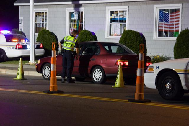 """Bild: """"DWI Checkpoint III"""" von versageek. Lizenz: CC BY-SA 2.0"""