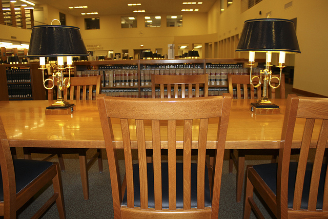 "Bild: ""Study Space at the Law Library"" von University of Illinois Library. Lizenz: CC BY 2.0"