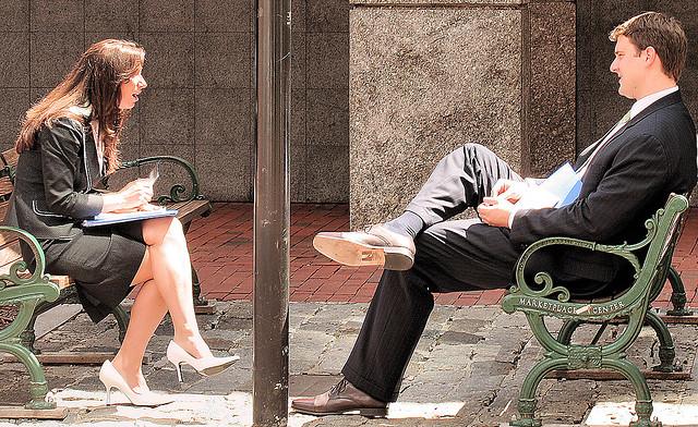 """Bild: """"Conversation"""" von Sharon Mollerus. Lizenz: CC BY 2.0"""