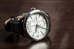 das ist eine armbanduhr