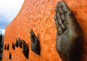 das sind statuen von haenden die einen eid schwoeren