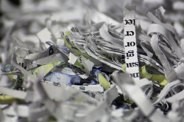 """Bild: """"Paper Shredder"""" von Sh4rp_i. Lizenz: CC BY 2.0"""