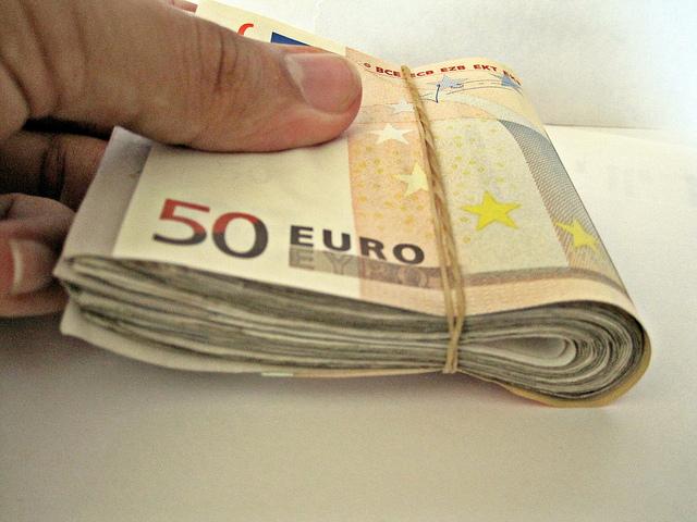 """Bild: """"50 Euro Notes"""" von Images Money. Lizenz: CC BY 2.0"""