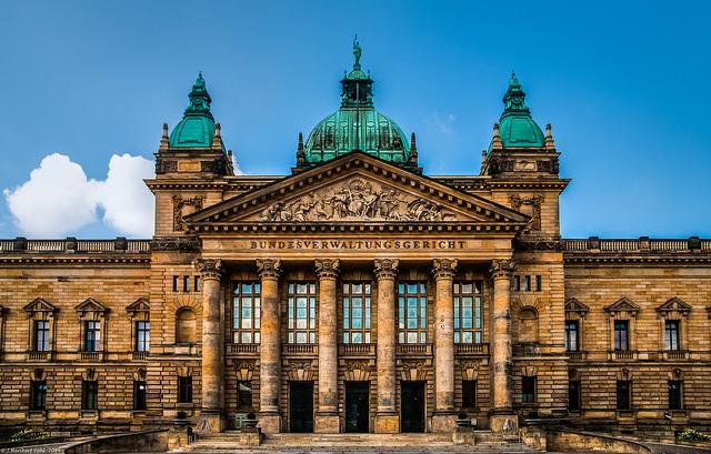 Bild: Leipzig, Bundesverwaltungsgericht am Simsonplatz von Heribert Pohl > 3 million Views, Thanks. Lizenz: CC BY 2.0
