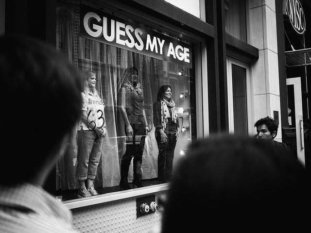 """Bild: """"Guess my age"""" von Devin Smith. Lizenz: CC BY 2.0"""