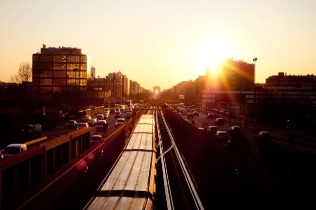 Pendelverkehr mit Zug oder Auto