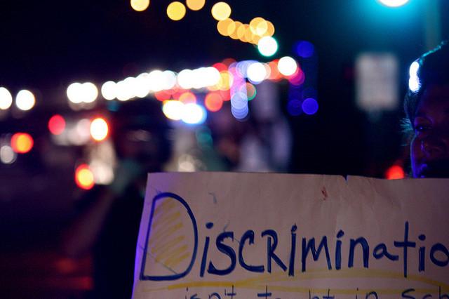 "Bild: ""Discrimination"" von John Nakamura Remy Lizenz: CC BY-SA 2.0"